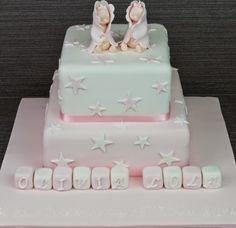 Hoje vou focar-me nos bolos para Batizado. Já tinha colocado alguns aqui e aqui. Deixo-vos mais umas sugestões tanto para menino como para menina.Podem votar no vosso preferido do lado direito. (votação terminada)Bolo 1 - FlickrBolo 2 - Pinterest (Vencedor...