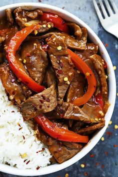 Sriracha Orange Beef - Tender Asian beef stir-fried with red bell peppers in an addictive sweet and spicy sriracha orange sauce! | Creme de la Crumb