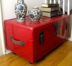 Fantastic Repurposed Antique Trunk into Coffee Table with Legs… Trunk Redo, Trunk Makeover, Furniture Makeover, Diy Furniture, Vintage Trunks, Vintage Suitcases, Antique Trunks, Repurposed Furniture, Painted Furniture