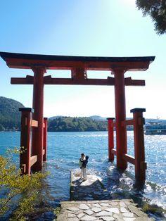 le tori flottant d'Hakone Kyoto, Japon Tokyo, Mont Fuji, Japanese Landscape, Jolie Photo, Travel Inspiration, Gazebo, Travel Destinations