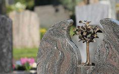 Liebevolle Details. Impressionen vom Leonhardsfriedhof in Schwäbisch Gmünd.