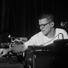 @floatingpoints kicked off his North American tour in California last month and exhibited a one-of-a-kind electronic music experience for his fans at @mezzaninesf. Read the full review over at Showbams.com #floatingpoints // Photo by @alistermori. by showbams