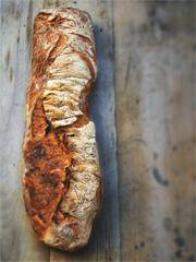 Sauerteig- Rezept von Leila Lindholm: Französisches Sauerteigbrot mit 400 g Weizensauerteig aus 200g Mehl, 200g Wasser und 20 g Anstellgut, 16-18 Std gehen lassen.