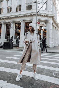 Layered Neutrals – Flaunt and Center - Ideen für Sportbekleidung Winter Mode Outfits, Winter Fashion Outfits, Autumn Winter Fashion, Fall Outfits, Winter Layering Outfits, City Outfits, Paris Outfits, Sporty Outfits, Nyc Fashion