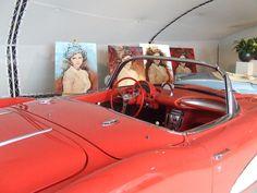 Peter Donkersloot expositie in auto showroom