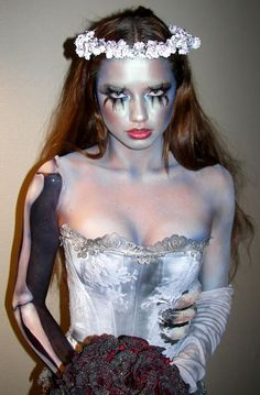 Are you looking for ideas for your Halloween make-up? Browse around this site for cute Halloween makeup looks. Corpse Bride Makeup, Corpse Bride Costume, Dead Bride Costume, Halloween Inspo, Scary Halloween, Halloween Makeup, Zombie Makeup, Halloween Halloween, Halloween Sweets