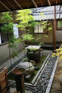 53 Astonishing Partition Design Ideas For Living Room - - Terrasse Jardin atrium Japanese Garden Backyard, Japanese Garden Landscape, Small Japanese Garden, Japan Garden, Japanese Garden Design, Zen Garden Design, Courtyard Design, Zen Interiors, Deco Zen