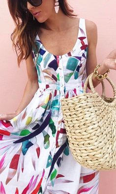 45 Midi Dresses That Will Make You Look Cool - Global Outfit Experts Modest Fashion, Fashion Dresses, Midi Dresses, Floral Dresses, Chic Outfits, Spring Outfits, Style Feminin, Elegant Outfit, Look Cool