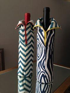 Wine Bottle Jackets--a DIY hostess gift from Clever Charlotte - Free pattern and step by step Photo tutorial - Bildanleitung und gratis Schnittvorlage