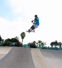 Scooter Freestyle is a little-known sport. While the trend of scooter has stopped, the real addicts continued to train and raise the level. Here is a small pre Scooter Ramps, Bmx Scooter, Kick Scooter, Apex Scooters, Summer Shredding, Local Parks, Skate Park, Extreme Sports, Stunts