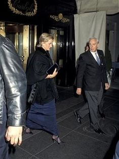 30 Jan 1995 Diana leaves the Carlyle hotel in New York with a new slicked back hairstyle.