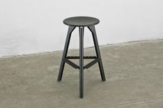 Studio is a working stool, high enough to be comfortable for both a high table or a desk. The stiff structure features a footrest in folded metal sheet. Design Alessandro Gnocchi