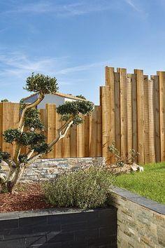 great backyard privacy fence design ideas to get inspired 63 Backyard Privacy, Backyard Fences, Cottage Garden Plants, Balcony Garden, Amazing Gardens, Beautiful Gardens, Privacy Fence Designs, Fence Landscaping, Diy Garden Decor
