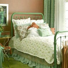 Love the green of this iron bed. Country Cottage Bedroom, Country Cottage Interiors, Cozy Cottage, Country Decor, Irish Cottage, Cottage Bedrooms, Wrought Iron Headboard, Bedroom Bed, Bed Rooms