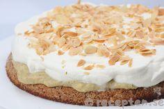 Nöttårta med vaniljkräm Grandma Cookies, Cookie Box, Fika, Dessert Recipes, Desserts, Dessert Table, How To Make Cake, Mashed Potatoes, Tart