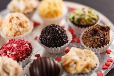 Bomboanele de casa - desert apreciat, oricand reinventat Ron, Mini Cupcakes, Muffin, Breakfast, Desserts, Recipes, Home, Sweet Treats, Candy