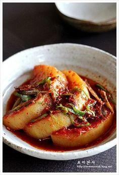 무 멸치조림 만드는법, 무 조림, 정말 맛나요 Korean Side Dishes, K Food, Daily Meals, Korean Food, Food Design, No Cook Meals, Food Photo, Asian Recipes, Meal Planning