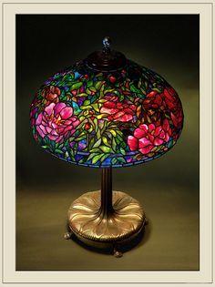 Tiffany Elaborate Peony by katana_koshirae Tiffany Stained Glass, Stained Glass Lamps, Tiffany Glass, Leaded Glass, Mosaic Glass, Antique Lamps, Vintage Lamps, Chandelier Design, Lampe Art Deco