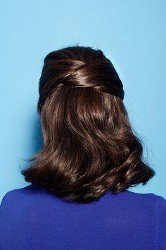 Fina frisyrer men som ändå är lätta att göra är guld värt om man vill vara vårfin men inte orkar stå och föna i tusen år. Jag har ju självlockigt hår, rätt risigt, men tycker himla mycket om att göra något fint med det ibland. Här är 10 frisyrer som jag tycker är extra fina,…