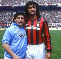 Diego Maradona y Ruud Gullit Football Drills, Football Icon, Best Football Players, Retro Football, World Football, School Football, Vintage Football, Sport Football, Soccer Players