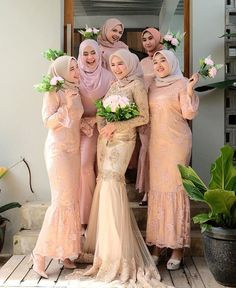 ideas for party fashion style brides Kebaya Muslim, Kebaya Hijab, Kebaya Dress, Muslim Dress, Muslimah Wedding Dress, Muslim Wedding Dresses, Bridal Dresses, Bridesmaid Dresses, Lace Bridesmaids