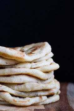 Homemade Naan - Poet in the Pantry - Bread Recipes Good Food, Yummy Food, Tasty, Bread Recipes, Cooking Recipes, Pizza Recipes, Yummy Recipes, Recipies, C'est Bon