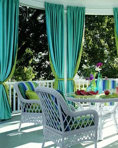 Outdoor curtains, contrast lined with coordinating tie backs - cheerful and fun - Calico Corners Indoor Outdoor Living, Outdoor Rooms, Outdoor Dining, Outdoor Decor, Fresco, Calico Corners, Decks And Porches, Front Porches, Outdoor Curtains