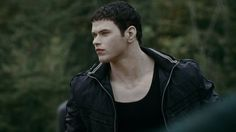 """""""Twilight"""" star Kellan Lutz hadn't heard the news of the franchise's short film revival -- until we told him. Emmett Twilight, Twilight Film, Twilight 2008, Twilight Stars, Kellan Lutz Twilight, Rosalie Cullen, Freaky Deaky, Face Lines, Attractive People"""