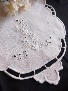 カットワークとアイレットのドイリー刺繍バック : chic-chic