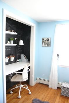 Making the best use of the space you have: closet offices #HomeOrganizing #storage