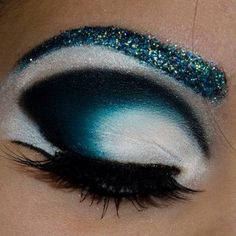 """Johanna used Sugarpill Afterparty eyeshadow to complete her """"Frosty Eyes"""" look. That blending on the center of her lid is just WOW! Such an incredible gradient effect."""