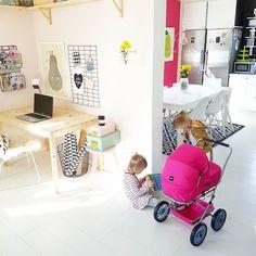 Just nu är det mycket bebissnack för dom här damerna. Dom har bestämt att dom ska ha ett par tvillingflickor var som ska heta E och 4 år.   #inredning #interiordesign #interior123 #myhome #homedesign #brio #kök #kitchen by the80sme http://discoverdmci.com