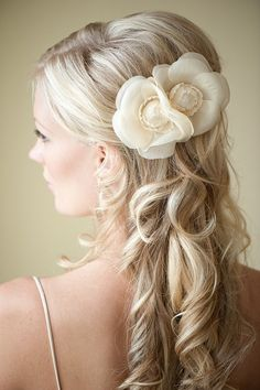 http://www.yacanna.com/bridal-hair-accessories-c-69.html