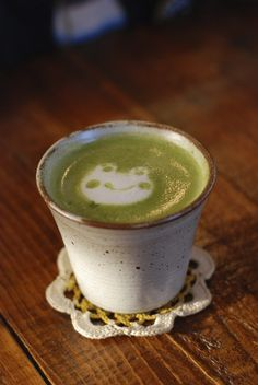 101 Creative Coffee Latte Art Designs That Will Energize You Just By Looking Japanese milk green tea latte art. Cute Food, Yummy Food, Healthy Food, Coffee Latte Art, Green Tea Latte, Cappuccino Machine, Creative Coffee, Italian Coffee, Matcha Green Tea