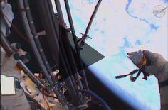 Cosmonauts throw a flash drive into space | USB Flashdrive