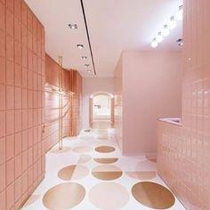 Monochrome pink - Valentino store in Rome by India Mahdavi