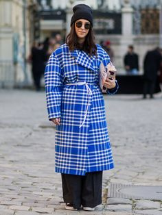 ミラノに引き続いて2017年1月18日(水)~22日(日)に開催された2017秋冬パリ・メンズコレクションで、会場に集ったモード達人たちの着こなしを徹底ハント! 色や柄、そしてトレンドのロゴモチーフを巧みにミックスさせたストリートスタイルは、今すぐ真似したくなるものばかり。ファッショニスタたちのリアルな着こなしをお手本に、明日からのコーディネートをブラッシュアップさせて。