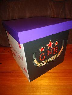Caja 25x25x25 cm. personalizada logo Guns And Roses