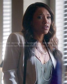 Iris's white cropped jacket and green cami on The Flash White Cropped Jacket, Iris West Allen, Candice Patton, Supergirl And Flash, The Flash, Gossip Girl, Beautiful Actresses, Sexy Women, Cute Outfits