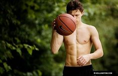 Ever since the spiderman trailer came out all I've seen on here is shirtless pics of tom holland and I'm perfectly fine with this. Marvel Dc, Hero Marvel, Tony Stark, Siper Man, Tom Holand, Baby Toms, Tom Holland Peter Parker, Tom Holland Abs, Tom Parker
