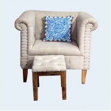 Set of Royal Sofa Chair and Stool is ideal to spruce up your drawing room. This fascinating soda chair has and looks fabulous. With off white colored cover, and amazing carving on exterior, it is a perfect home decorative for you. Chesterfield Chair, Sofa Chair, Armchair, Royal Sofa, Drawing Room, Soda, Accent Chairs, Carving, Exterior