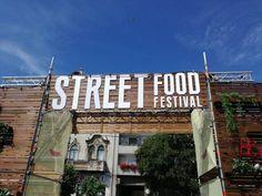 Ieri spre seară, Piaţa Avram Iancu a fost inundată de cohorte de arădeni înfometaţi, însetaţi sau pur şi simplu curioşi să vadă festivalul mâncării stradale. E un concept nou pentru Arad, obişnuit …