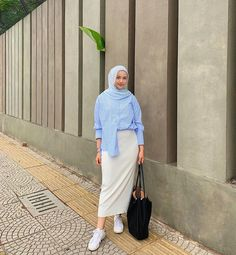 Modest Fashion Hijab, Modern Hijab Fashion, Korean Girl Fashion, Hijab Fashion Inspiration, Teen Fashion Outfits, Muslim Fashion, Denim Fashion, Smart Casual Work Outfit, Casual Hijab Outfit