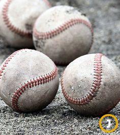 한국야구위원회(KBO)는 KBO 리그 단일 경기구 공급업체로 ㈜스카이라인스포츠(스카이라인)를 확정했다고 22일 발표했다. 이에 따라 KBO 리그 10개 팀은 내년부터 2년 동안 정규시즌은 물론 시범경기·포스트시즌·올스타전에서 '스카이라인 AAK-100' 공을 경기구로 사용하게 됐다.  야구공 [사진 중앙포토]