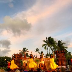 In June and July, our oceanfront Aulii Luau is available on Saturdays, too! Join us for a memorable evening just steps from the beach.