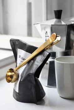 Esta cuchara medidora también sirve para mantener tu bolsa de café cerrada: