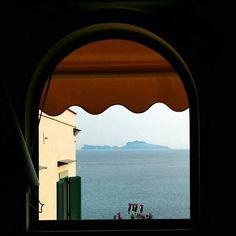 Finestra  Capri  lavanda #window #lavender #capri #caprisland #capriisland #landscape #sea #napoli #naples #igersnapoli #igersitalia #loveit #picoftheday #picofsunday