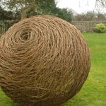Willow Sculptures: Willow Sculptures & Structures for the Garden - Sue Kirk Willow Sculptures: Willo Garden Crafts, Garden Art, Basket Willow, Rama Seca, Willow Garden, Twig Art, Back Garden Design, Willow Weaving, Willow Branches