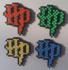 Harry Potter Magnets Perler Beads by PrettyInPixelsZR Perler Bead Designs, Hama Beads Design, Pearler Bead Patterns, Diy Perler Beads, Perler Bead Art, Perler Patterns, Harry Potter Perler Beads, Cross Stitch Harry Potter, Art Perle