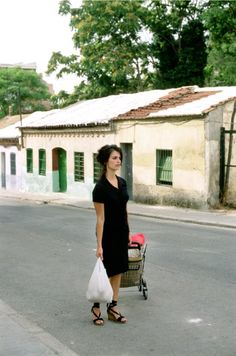 Penelope Cruz's espadrilles (from the movie Volver) simple blouse dress